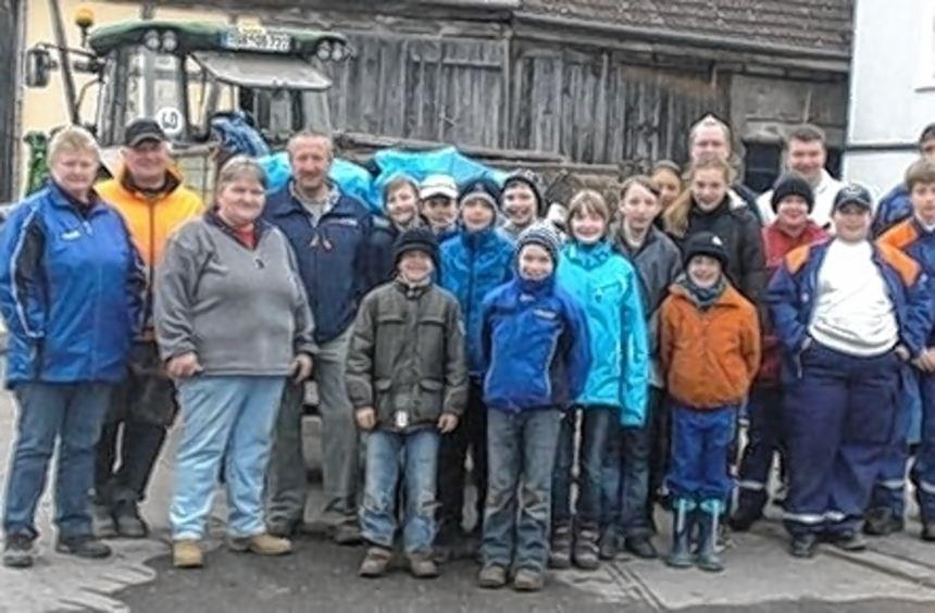 28 Helfer aus der Jugendfeuerwehr und dem Tennisverein waren aktiv.