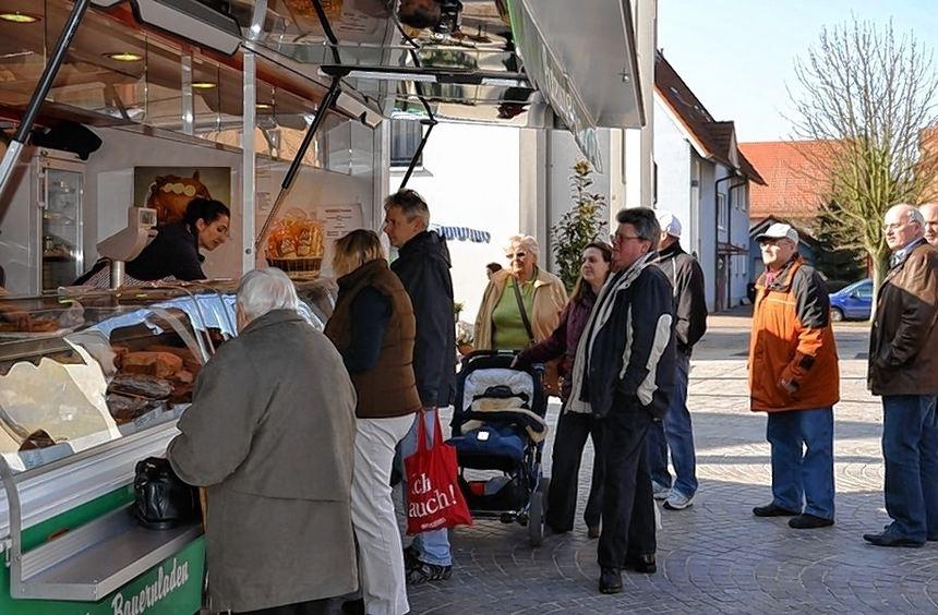 Die Händler in Heddesheim haben nach einem Jahr schon viele Stammkunden, die freitags auf den ...