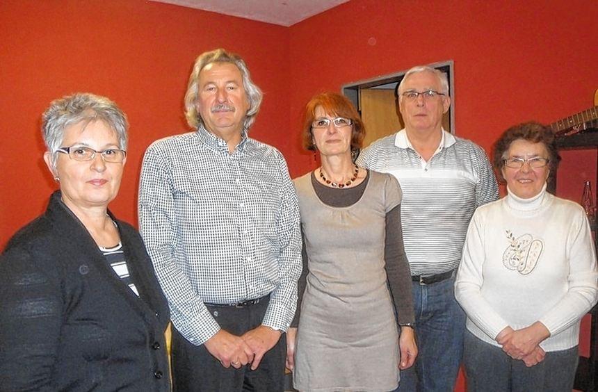 Einstimmig wiedergewählt: der Vorstand mit Gisela Görlinger, Robert Miltner, Karin Hartmann, Peter ...