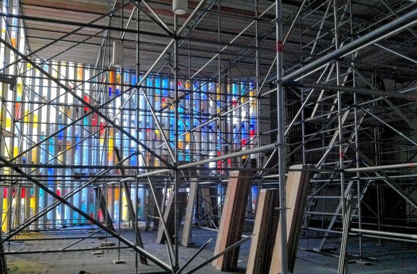 So kennt die Michaelskirche fast niemand: Wo sonst die Kirchenbänke stehen, hat sich ein riesiges ...