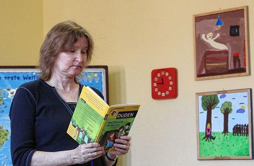 Mit einer Detektivgeschichte rund um die Arbeit von Redaktionen zog Autorin Luise Holthausen die ...
