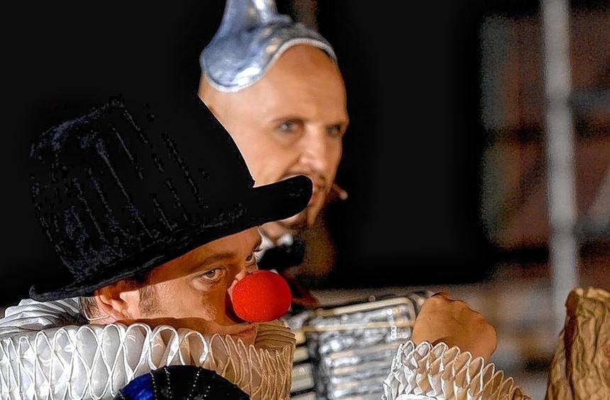 Trotz clownesker Elemente eine ziemlich kühle Angelegenheit: das Gastspiel des Theaters an der Ruhr ...