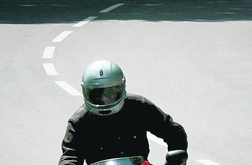 Überhöhte Geschwindigkeit und nicht angepasstes Tempo sind Hauptursachen von Motorradunfällen. ...