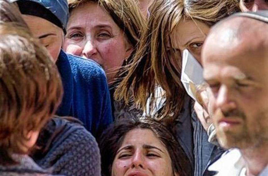 Fassungslosigkeit: die Schwester der getöteten achtjährigen Myriam.