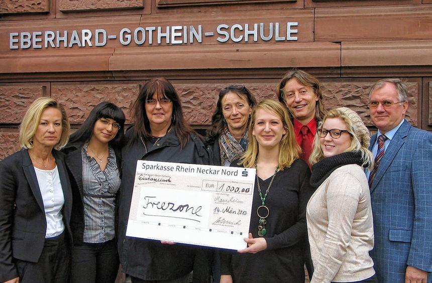 Auf unserem Bild von links: Elfriede Norek, Esma Ödük, Andrea Schulz, Ilse Pfaller, Anna von ...