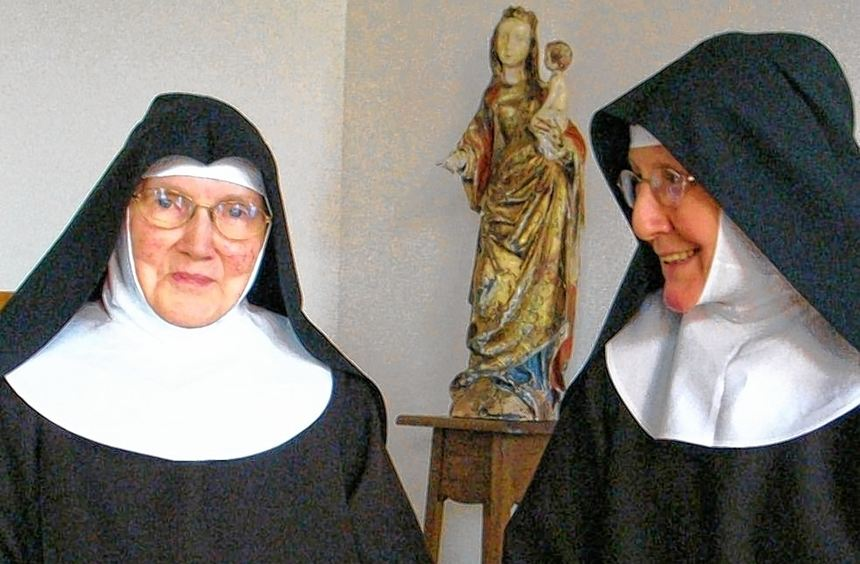 Im Balsbacher St. Clara-Kloster feiert Schwester Gabriela (links) ihr Diamantenes Professjubiläum. ...