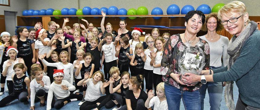 Die Turnkinder des TuS Zwingenberg verabschiedeten ihre Übungsleiterin Anja Poth (l.). Unser Bild ...