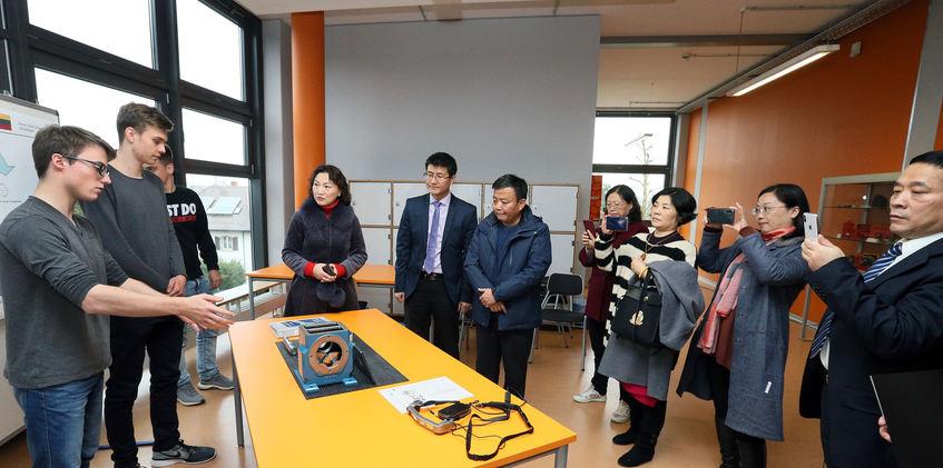 Chinesische Delegation besucht Schwetzinger Schulen