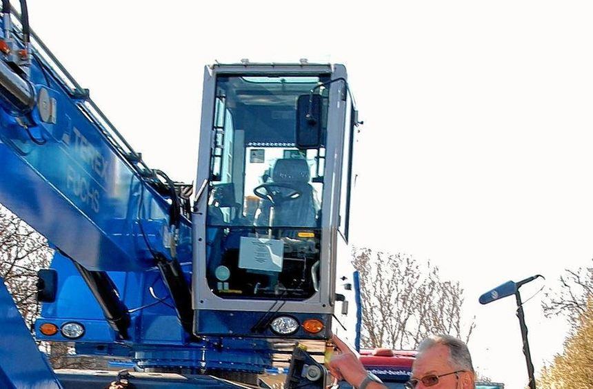 Millimeterarbeit bei der Polizeikontrolle: Achse für Achse wird jeder Lastwagen auf der Waage auf ...