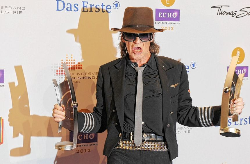 Udo Lindenberg durfte wie Adele und Rammstein über zwei Echos jubeln. Ansonsten wurde viel geküsst ...