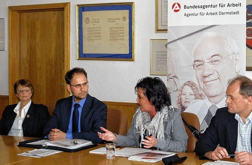 Fallmanagerin Isabella Töpker (Jobcenter Viernheim), Wirtschaftsförderer Alexander Schwarz, Judith ...
