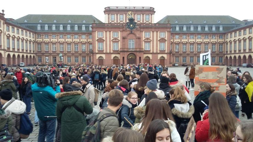 Fridays For Future Detail: Mannheim: Schülerdemo Startet