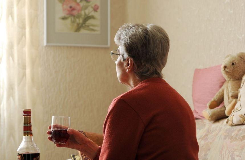 Alkohol- oder Medikamentenabhängigkeit bei älteren Menschen werde in den kommenden Jahren deutlich ...
