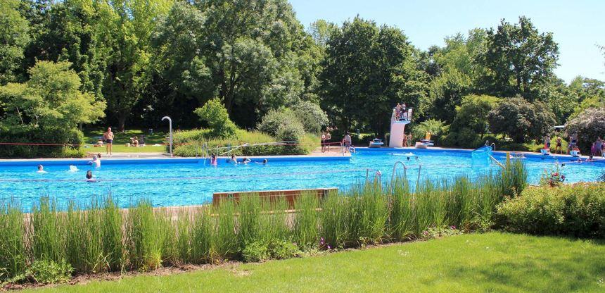 Im Rheinauer Parkschwimmbad (hier ein Bild von 2018) beginnt in Kürze die Saison. Der Förderverein ...