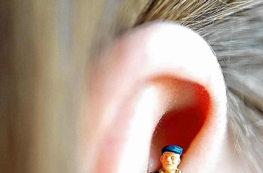 Geräusche im Ohr können das Leben zur Qual machen. Eine Verhaltenstherapie hilft, mit der Belastung ...