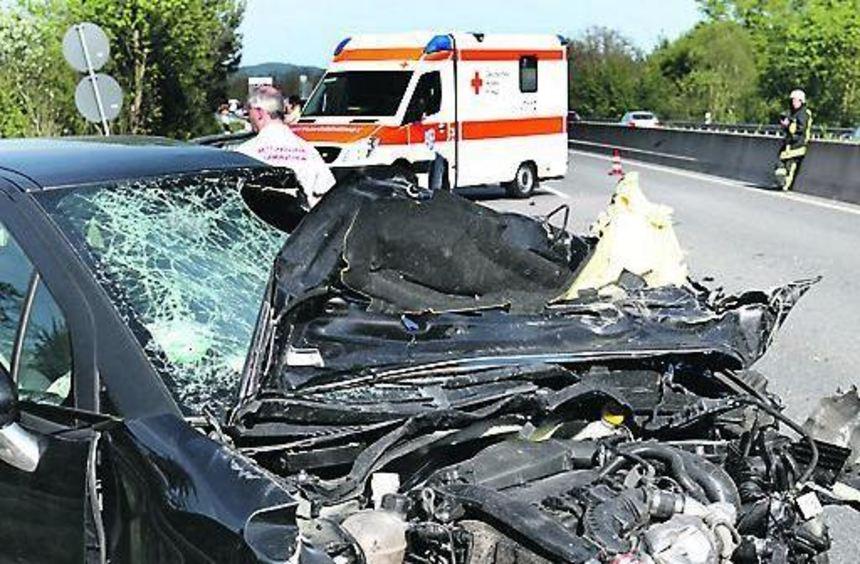 Bei einem Unfall auf der B 47 wurde eine Frau schwer verletzt.
