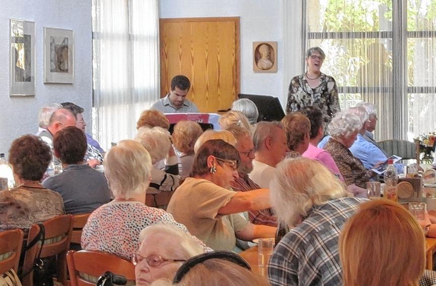 Der Nachmittag mit Musik aus den 20er, 30er und 40er Jahren war für die Besucher der ...