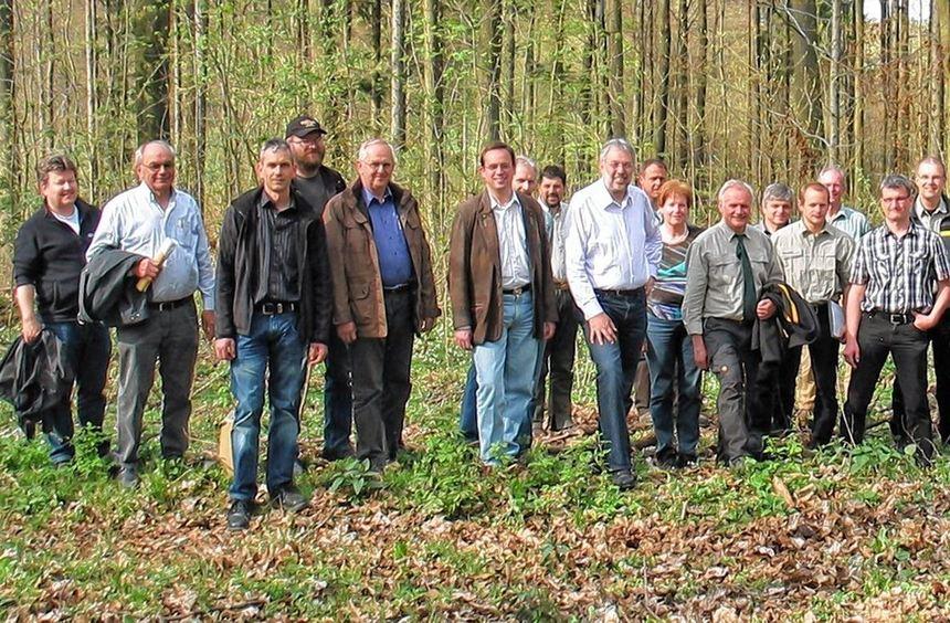 Bei der Waldbegehung informierten sich die Mitglieder des Gemeinderats am Freitag vor Ort über den ...