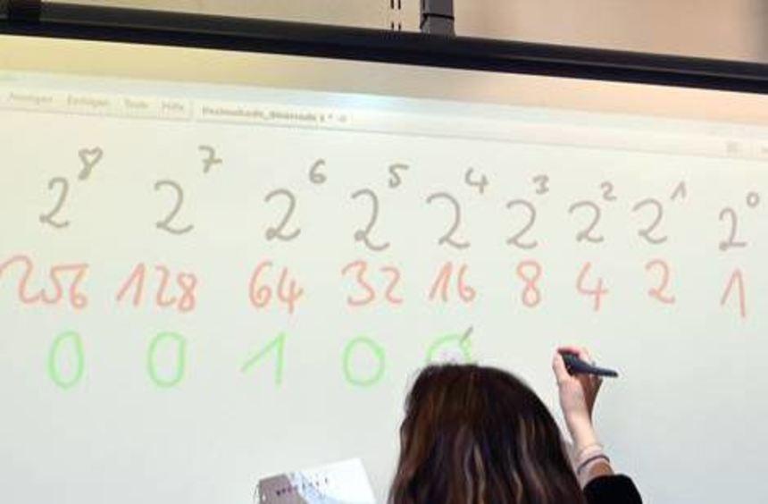 Hier finden Sie zu der Kreuzworträtsel-Frage anhalten zur Pflicht 2 verschiedene Lösungen mit 8 bis 9 Buchstaben.