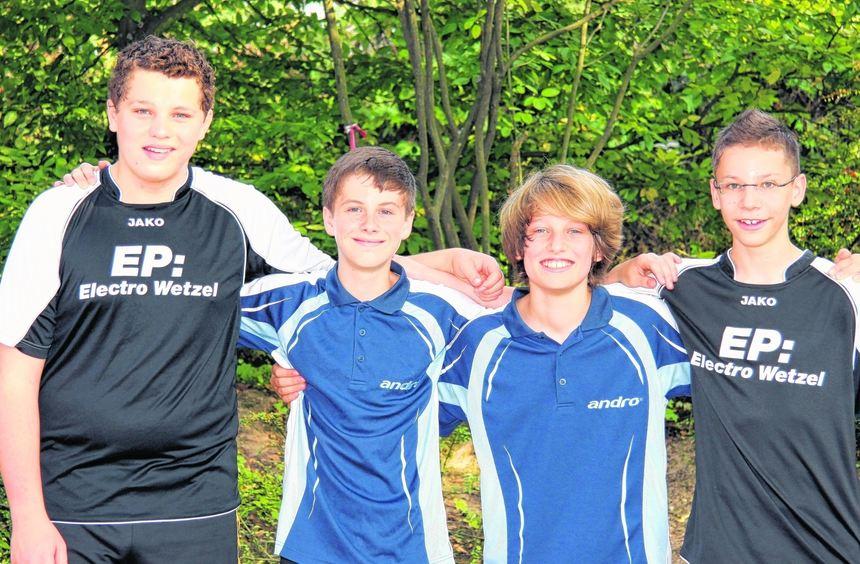 Tim Koch, David Rau, Florian Günther und Jonas Richter (v.l.) sind stolz auf ihren Erfolg. Die ...