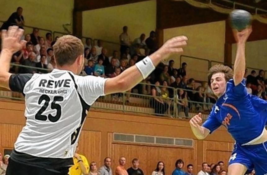 Die Relegation hat der TV Hardheim (hier Thomas Farrenkopf beim Wurf) gegen Neuthard zwar gewonnen, ...