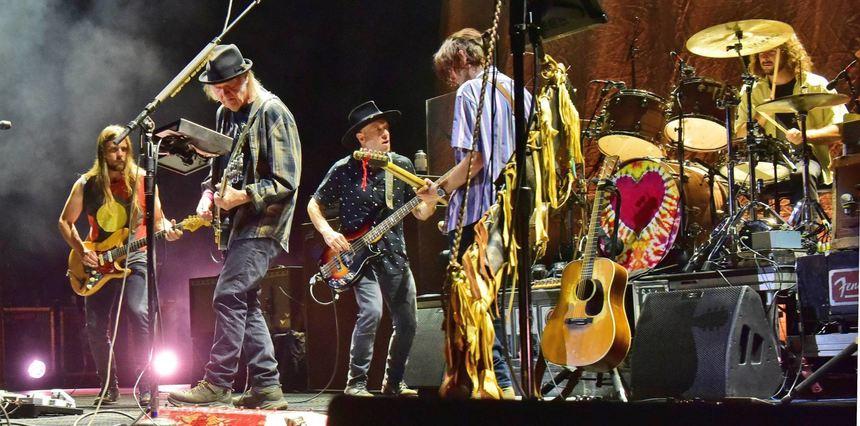 Relativ Neil Youngs Höhenflüge über den Rock-Olymp in Mannheim CB57