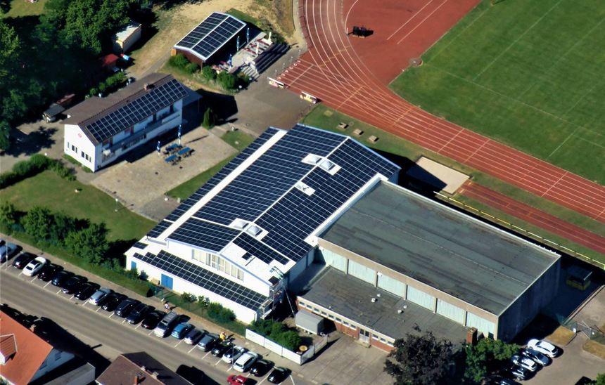 Die Anlage auf dem TV-Dach produziert demnächst genug Energie, um beispielsweise das benachbarte ...
