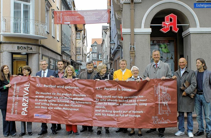 """Kein """"Warnstreik"""", sondern die offizielle Eröffnung des Parzival-Rundgangs in der Altstadt zeigt ..."""
