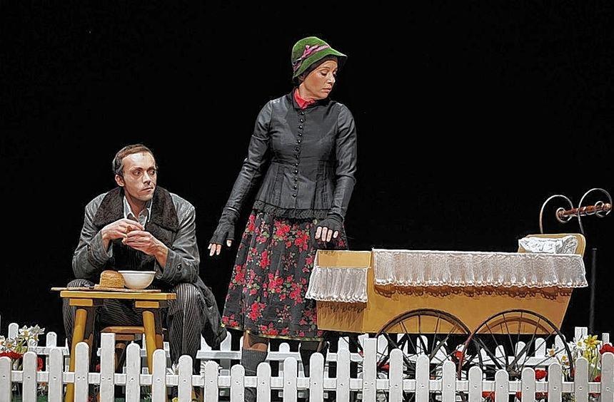 """Das Theaterstück """"Geschichten aus dem Wiener Wald"""" zeigt mit bitterbösem Sprachwitz die Beziehungen ..."""