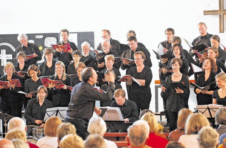 Große Kulisse: Fast 40 Sänger bot der Kammerchor der Christuskirche Mannheim bei der Aufführung ...