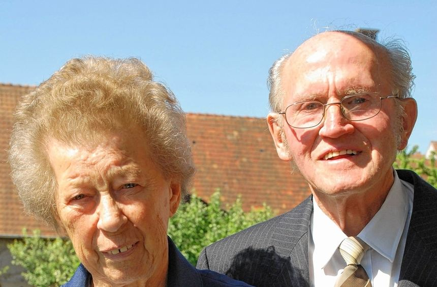 Das Ehepaar Ballreich heute und vor 65 Jahren. Am morgigen Donnerstag feiern die beiden ihre ...