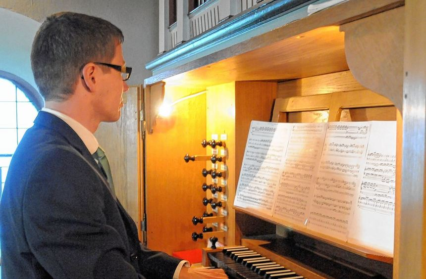 Das dritte Konzert der diesjährigen Bachtage fand in der Zwingenberger Bergkirche statt. Florian ...