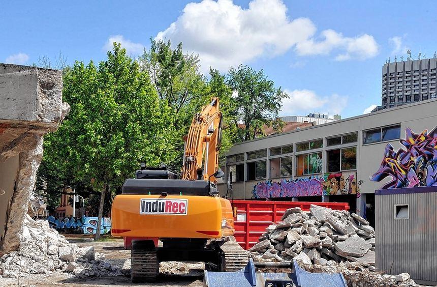 Ende einer Ära: Derzeit läuft der Abriss der Sickingerschule. Über die künftige Nutzung des Areals ...