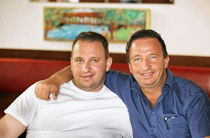 Unzertrennlich: Naim Rexha (rechts) und sein Bruder Ilir. Mit ihm betreibt er seit sechs Jahren das ...