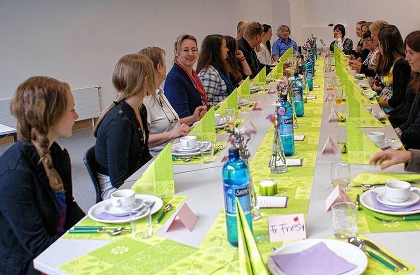 Mit dem Maronencreme-Süppchen ging es los: Schülerinnen der AvH-Koch-AG tischten ihren Lehrern auf.