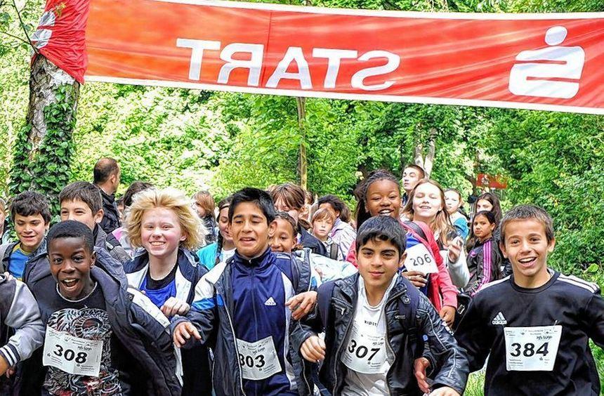 Mit Spaß und sportlichem Ehrgeiz dabei: Über 500 Gartenstädter Schüler haben im Maudacher Bruch ...