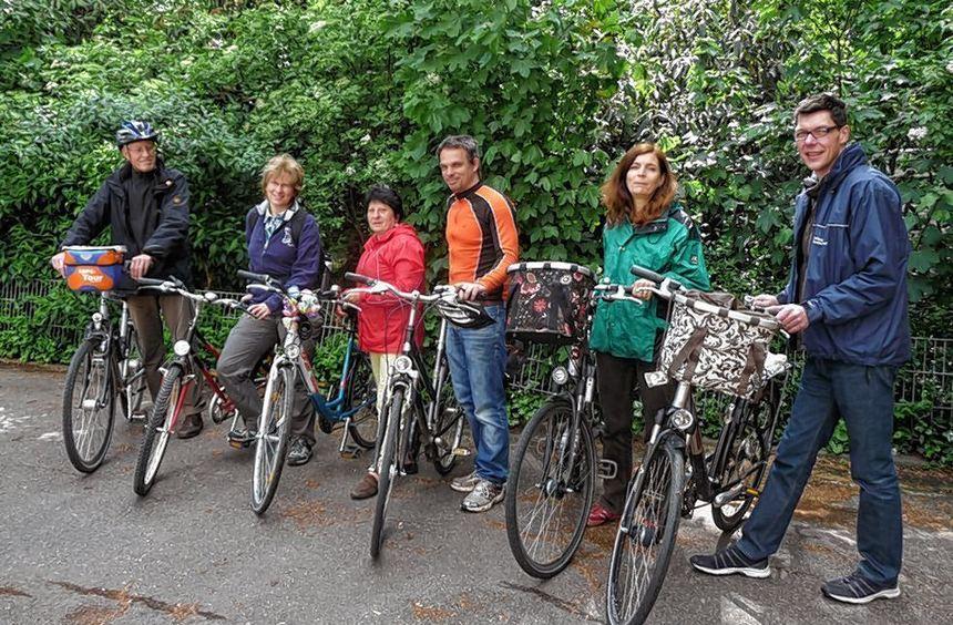 Mit dem Fahrrad die neue Heimat erkundet: Stadt und ADFC führten Neubürger durch Seckenheim und ...