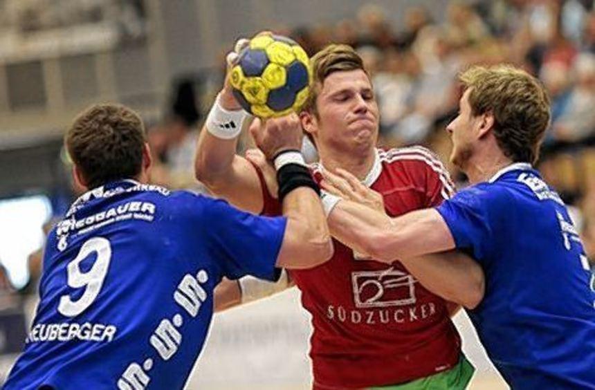 Jan Claussen (Mitte) erzielte zwei Tore für die Eulen.