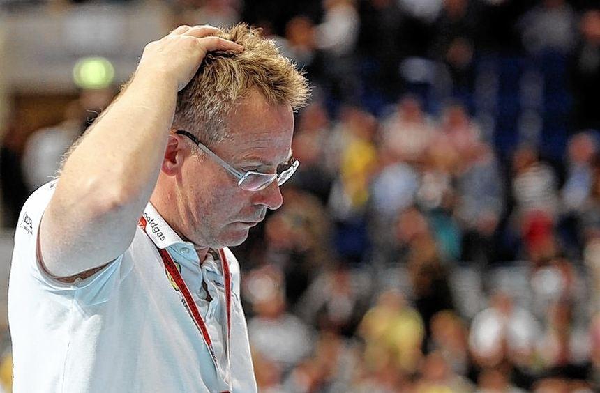 Um Löwen-Trainer Gudmundur Gudmundsson wurde es nach der 27:34-Niederlage gegen Flensburg sehr ...