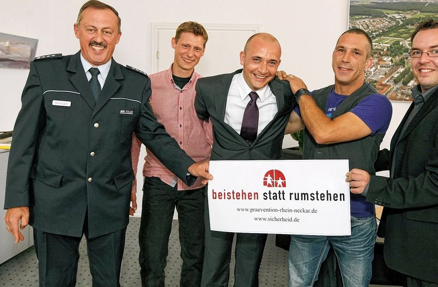 Oberbürgermeister Dr. René Pöltl (Mitte) konnte sich einen Eindruck verschaffen, wie es dem Dieb, ...
