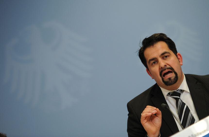 Aiman Mazyek, Vorsitzender des Zentralrats der Muslime, hier auf einer Pressekonferenz im Jahr ...
