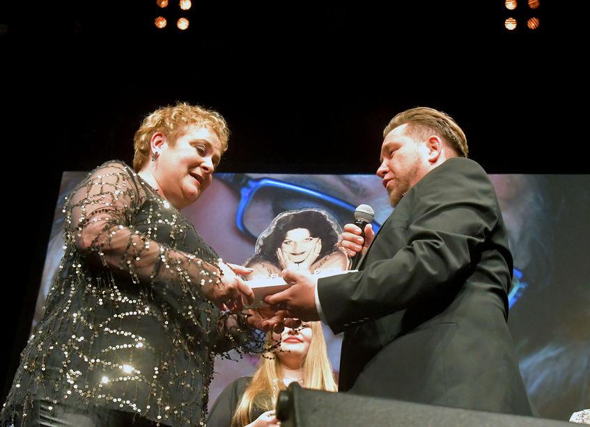 """Die Gewinnerin durfte sich über 2000 Euro Preisgeld freuen. Wichtiger war ihr aber """"das großartige Erlebnis"""" auf der Capitol-Bühne."""