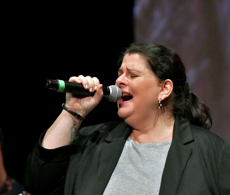 """Sabrina Arico-Cieslik erreichte den zweiten Platz. Die Frankenthalerin singt fast rund um die Uhr. """"Wenn du nicht summst oder singst, dann stimmt irgendetwas nicht oder du bist krank"""", sagt ihr Mann."""