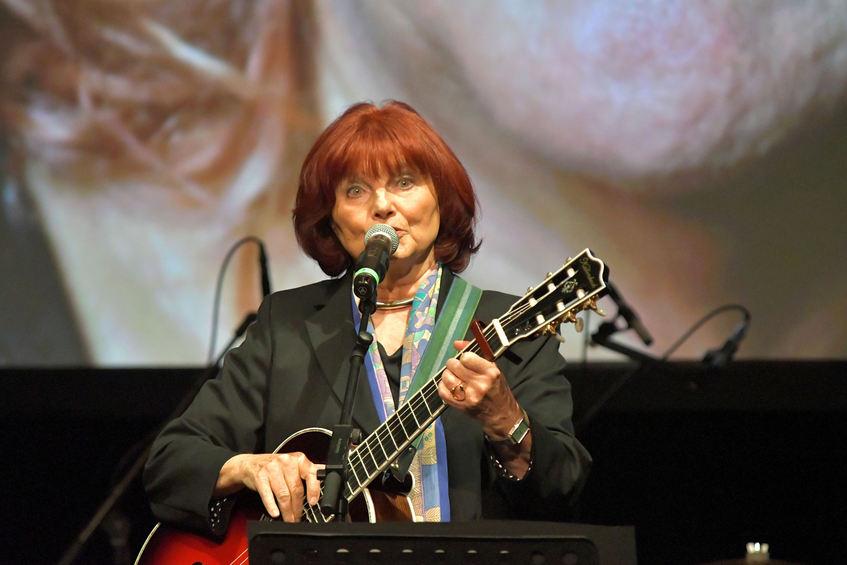 Sängerin Joana Emetz saß mit in der Jury, zeigte auf der Bühne aber auch ihr Können.