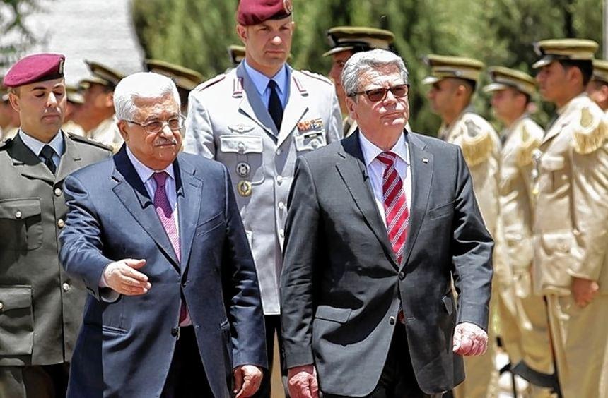 Gauck und Palästinenser-Präsident Mahmud Abbas (zweiter von links).