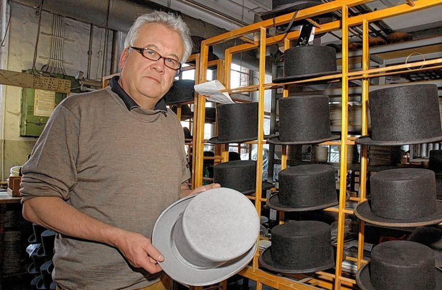 Die Hut-Manufaktur Wegener in Lauterbach (hier Inhaber Hans Theodor Wegener) ist Deutschlands ...
