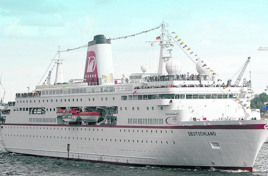 """Das Kreuzfahrtschiff """"MS Deutschland"""" fährt bei der Auslaufparade anlässlich des größten Hafenfests ..."""
