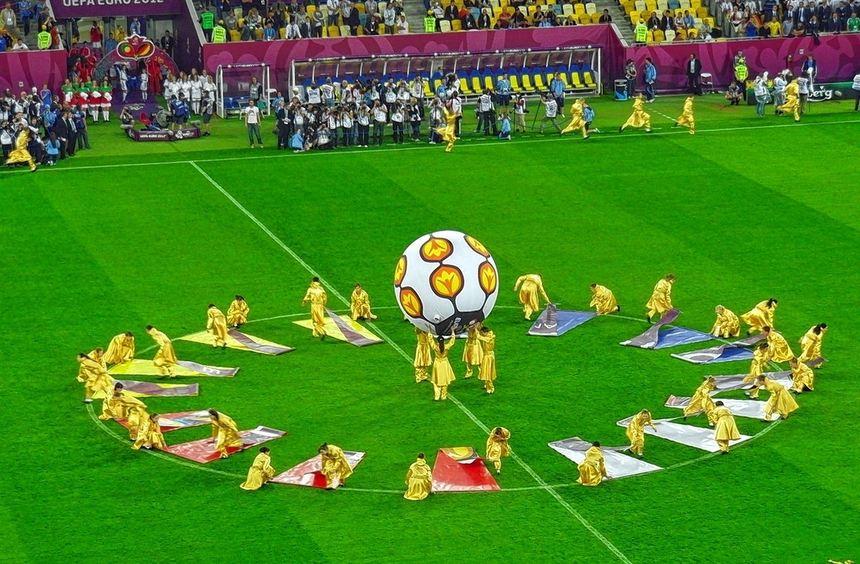 Vor dem Spiel (I): Auch in Lwiw gab es eine kleine Eröffnungszeremonie, ehe der Ball rollte.