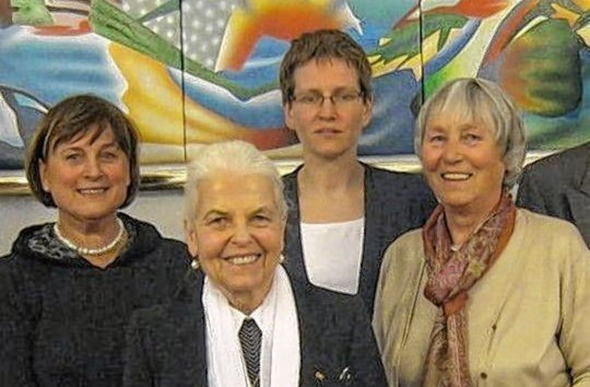 Bei der Sitzung des Elternvereins Baden-Württemberg wurden Prof. Dr. Edeltraud Röbe, Dr. Renate ...