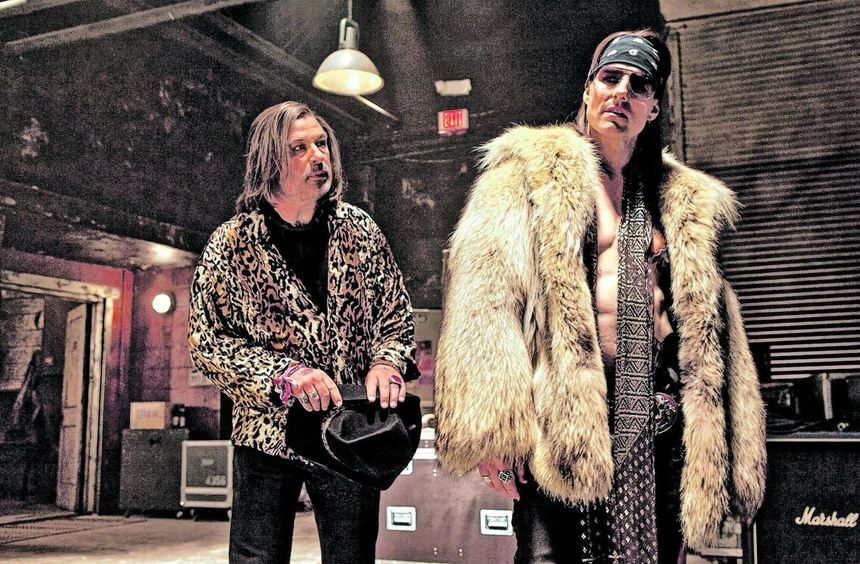 """Der Clubbesitzer und sein Star: Szene aus """"Rock of Ages"""" mit Alec Baldwin und Tom Cruise (rechts)."""